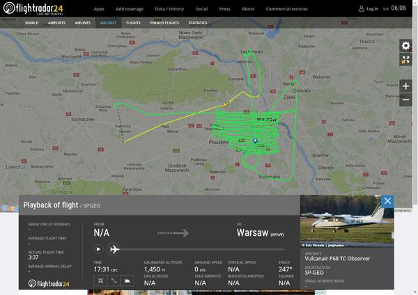 Trasa lotu samolotu OPEGIEKA nad Warszawą (fot. FlightRadar24.com)