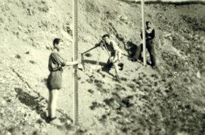 Pomiar niwelacyjny na obiekcie Huta Szklary, przy niwelatorze Adam Linsenbarth