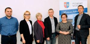 Od lewej: Rafał Władziński, Barbara Zienkiewicz, Krystyna Wilk, Sławomir Olejnik, Jolanta Nadłonek i Marek Ślązak