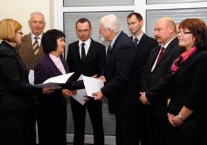 Lubelska szkoła scaleniowa górą! <br /> Reprezentanci WBG w Lublinie odbierają gratulacje
