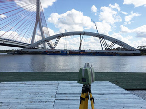 Podnoszenie mostu pod kontrolą skanera