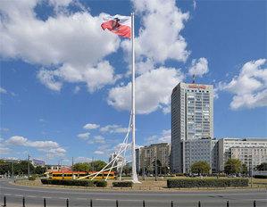 Czy maszt flagowy to obiekt budowlany? <br /> fot. Wikipedia/Adrian Grycuk