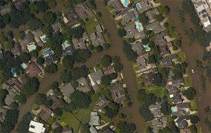 Aktualne geodane pomagają w walce z huraganem