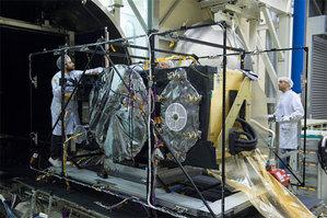Ostatnie satelity Galileo gotowe do startu <br /> Przygotowanie satelity Galileo do testu próżniowego