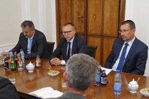 Geodeci spotkali się z wiceministrem i nowym GGK <br /> Od lewej: Waldemar Izdebski, Artur Soboń, Bartłomiej Stecki
