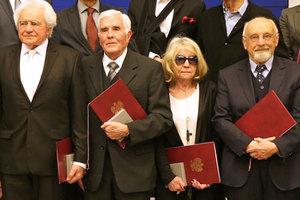 Medale 100-lecia Odzyskania Niepodległości wręczone [AKTUALIZACJA] <br /> Od lewej: Henryk Jędrzejewski, Adam Linsenbarth, Justyna Adamczewska, Jerzy Gaździcki (fot. MIiR)