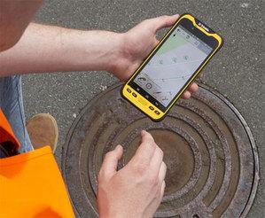 Trimble TDC600: pancerny smartfon dla GIS-u