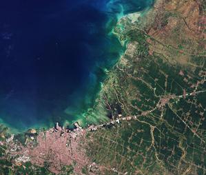 Kosmiczne badania rynkowe <br /> Semarang, miasto w Indonezji na północnym wybrzeżu Jawy (fot. ESA)