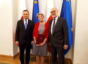 Zofia Rzepecka profesorem <br /> Na zdjęciu z prezydentem RP Andrzejem Dudą profesor Zofia Rzepecka z mężem (fot. UWM)
