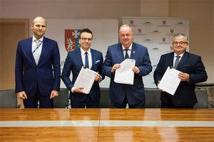 Umowa na Podkarpacki System Informacji Przestrzennej podpisana <br /> fot. UMWP
