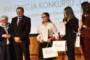 Kartograficzna praca magisterska nagrodzona przez PFRON <br /> Nadzeya Avizhych (w środku)