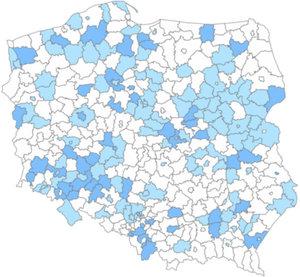 Rząd daje więcej czasu na wdrożenie nowego układu wysokościowego <br /> Kolor ciemnoniebieski - układ wprowadzono na terenie całego powiatu, jasnoniebieski - w trakcie wprowadzania, biały - nie wprowadzono