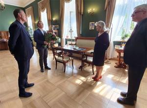 Zmiana na stanowisku małopolskiego WINGiK-a <br /> Wojewoda Piotr Ćwik składa podziękowania Danucie Paluch (fot. MUW)