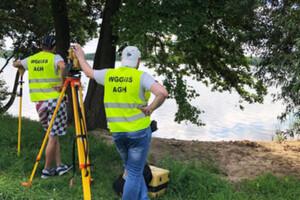 Studenci z Krakowa zmierzyli jezioro na Mazowszu
