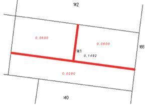 Nie tylko czerwone kreski <br /> Podział niemożliwy do realizacji ze względu na to, że na 10-metrową drogę potrzeba ok. 560 m2, a nie 290 m2 (jak przyjęto we wstępnym projekcie podziału)
