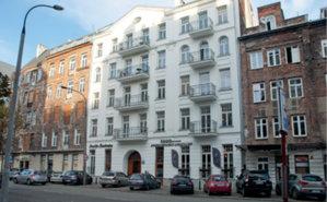 Słowo o stołecznej reprywatyzacji <br /> W środku zreprywatyzowana kamienica przy ul. Jagiellońskiej 22 otoczona przez nieruchomości miejskie (fot. AW)