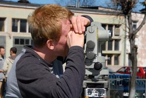 Coraz więcej pracy dla geodetów