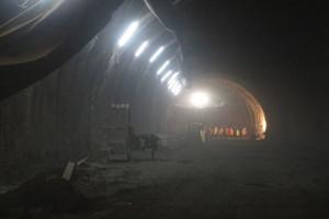 """Lewy tunel w ciągu """"Zakopianki"""" przebity <br /> Przebicie lewej nitki tunelu (fot. GDDKiA)"""