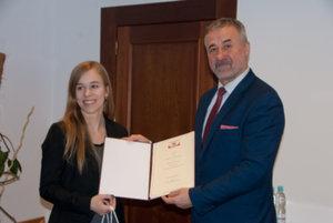 """Nagrody w konkursie """"Czy znasz geoportal.gov.pl?"""" wręczone"""