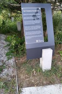 Park w krakowskich Czyżynach z markerem południka 20°E
