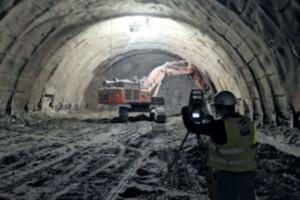 """Lewy tunel w ciągu """"Zakopianki"""" przebity <br /> Fot. Polservice Geo"""
