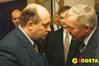 <b class=pic_title>Janusz Tomaszewski, wicepremier i minister spraw wewnętrznych i administracji (z lewej) i Józef Racki, główny geodeta kraju</b> <br /> <br /> <b class=pic_author>fot.  Katarzyna Pakuła-Kwiecińska</b><br /> <br />