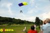 <b class=pic_title>Jedną z atrakcji spotkania był pokaz bezzałogowej mini paralotni, która wykonuje cyfrowe zdjęcia lotnicze z niskiego pułapu (prezentacja IUNG z Puław)</b> <br /> <br /> <b class=pic_author>fot.  Marek Pudło</b><br /> <br />