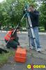 Praktyki terenowe wOgrodzie Saskim, studenci kierunku geodezja ikartografiaw Wyższej Szkole Działalności Gospodarczej wWarszawie