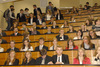 <b class=pic_title>Część ?techniczna? inauguracji odbyła się w sali 119, lewą stronę zajęli pierwszoroczniacy z kierunku geodezja i kartografia</b> <br /> <br /> <b class=pic_author>fot.  Jerzy Przywara</b><br /> <br />