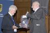 <b class=pic_title>Bałtycki Kongres Geodezyjny</b> <br /> <br /> <b class=pic_description>Benefis prof. Żaka: prezent od Ryszarda Rusa (wiceprezesa gdańskiego oddziału) ? szlaufwaga</b> <br /> <br /> <b class=pic_author>fot.  Damian Czekaj</b><br /> <br />