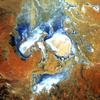 """<b class=pic_title>Słone jezioro Eyre w południowo-wschodniej Australii. Piąte miejsce w plebiscycie """"Earth as Art"""".</b> <br /> <br /> <b class=pic_author>fot.  NASA's Goddard Space Flight Center/USGS</b><br /> <br />"""