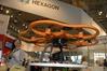 <b class=pic_title>Intergeo 2015 ? drony</b> <br /> <br /> <b class=pic_description>Flagowy dron Leica Geosystems, czyli Aibotix X6, teraz dostępny jest w wersji precyzyjnej, a więc z odbiornikiem RTK </b> <br /> <br /> <b class=pic_author>fot.  JK</b><br /> <br />