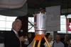 <b class=pic_title>Intergeo 2015 ? sprzęt fotogrametryczny</b> <br /> <br /> <b class=pic_description>Dr Johannes Riegl, założyciel austriackiej firmy Riegl, prezentuje VZ-400i ? udoskonalony model najpopularniejszego skanera laserowego tej marki. Urządzenie wyróżnia zasięg wydłużony z 600 do 800 metrów, laser o częstotliwości 1,2 kHz, wysoka dokładność (nawet 5 mm) i rozbudowane opcje komunikacji (modem 4G, wi-fi)</b> <br /> <br /> <b class=pic_author>fot.  JK</b><br /> <br />