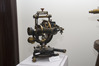 <b class=pic_title>Wernisaż wystawy ?Europa, Polska, Warszawa na przestrzeni wieków w geodezji i kartografii?</b> <br /> <br /> <b class=pic_description>Teodolit precyzyjny z 1926 roku (z kolekcji Muzeum Techniki Geodezyjnej w Dortmundzie)</b> <br /> <br /> <b class=pic_author>fot.  JK</b><br /> <br />