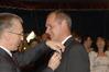 <b class=pic_title>Srebrny Medal za Długoletnią Służbę dla Sławomira Wałachowskiego, nauczyciela przedmiotów zawodowych mechanicznych wręcza Maciej Klimczak, podsekretarz w Kancelarii Prezydenta RP </b> <br /> <br /> <b class=pic_author>fot.  JP</b><br /> <br />