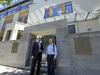 <b class=pic_title>Czerwiec 2013 r. Przed głównym wejściem geodeta miasta Tomasz Myśliński i naczelnik Wydziału Organizacyjnego Jarosław Lendzion odpowiedzialny za całość przeprowadzki </b> <br /> <br /> <b class=pic_author>fot.  JP</b><br /> <br />