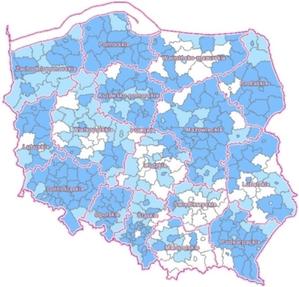 Wdrażanie nowego układu wysokościowego wyraźnie za półmetkiem <br /> Kolor ciemnoniebieski - układ wprowadzono na terenie całego powiatu, jasnoniebieski - w trakcie wprowadzania, biały - nie wprowadzono