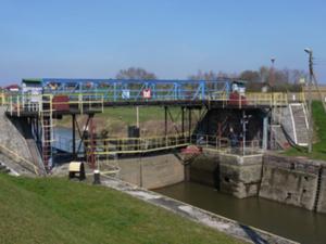 Wody Polskie: oferty na geodezyjną obsługę poniżej budżetu <br /> Śluza Krapkowice (fot. RZGW w Gliwicach)