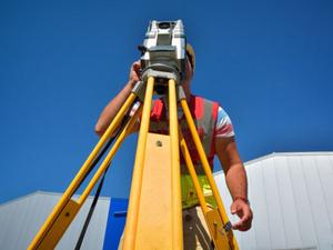 Czy samorząd zawodowy geodetów jest potrzebny? A może wystarczą stowarzyszenia?